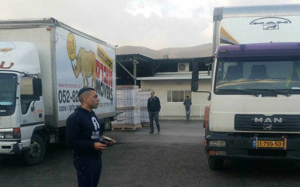 מגוון משאיות להובלות משטחים
