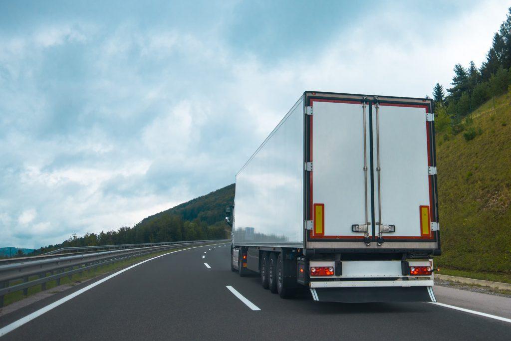 משאית קירור להשכרה